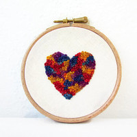 Heart embroidery hoop, 5 inch heart hoop, small wall art, modern embroidery art, Valentine's gift, gift for home, handmade in the UK
