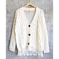 oversize cable-knit cardigan with lace trim - ivory