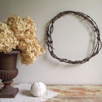 Barbed Wire Wreath / Antique Weathered Rusty Patina / Wall Hanging / Rustic Primitive Farmhouse Decor
