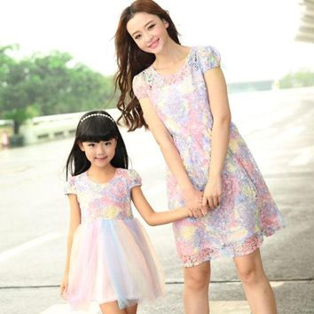 DCCKWQA mother daughter dresses New Summer FAMILY Floral Lace Dresses Mummy Daughter Girl dress Kids Girls Party dress