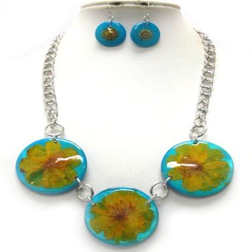 Flower On Triple Shell Disk Link Necklace Earring Set