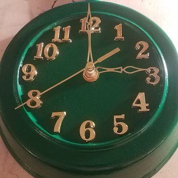 Green Round Rustic Country Authentic Lodge Cast Iron Skillet Frying Pan Clock
