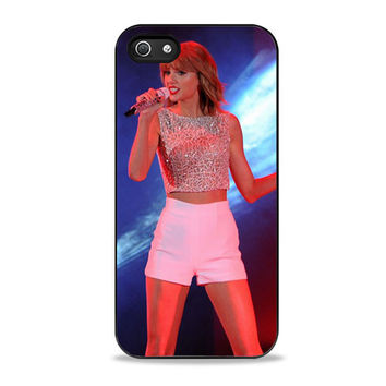 Taylor Swift Hits The Stage In A Cute Top And Shorts To Perform iPhone 5/5s Case