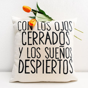 Con los ojos cerrados y los sueños despiertos - Quote pillow cover - gift for newlywed - bridal pillow - love quotes -  graphic throw pillow