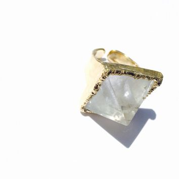 Quartz crystal ring Pyramid