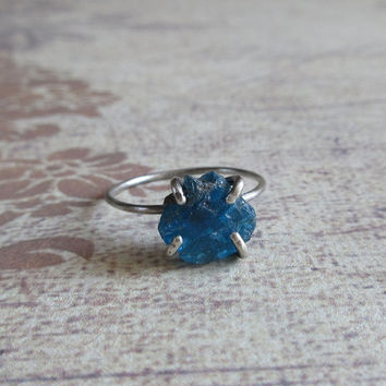 Rustic Apatite Ring, Neon Blue Raw Apatite, 925 Sterling Silver Ring, Rough Apatite Uncut Crystal Quartz Jewerly