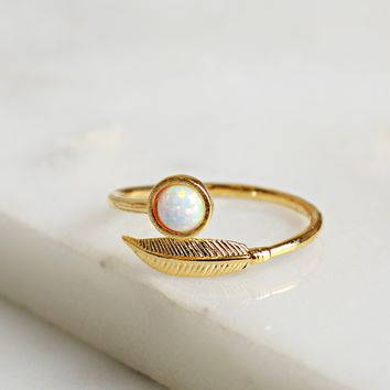 Opal & Leaf Ring Gold