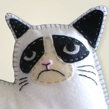 Grumpy Cat Hand Sewing PATTERN - Make Your Own Grumpy Cat Mini Pillow- Easy