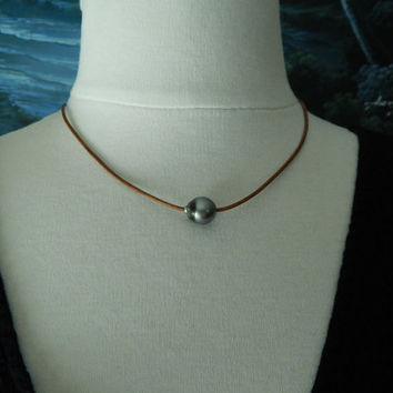 Tahitian pearl on leather, beachy chic, bohemian style, tahitian pearl, leather cord, casual, everyday jewelry, neutral