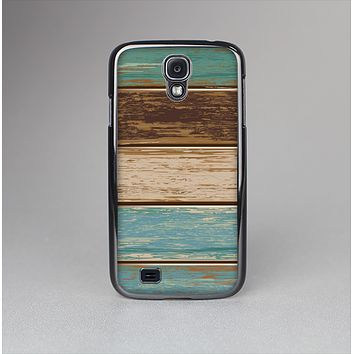 The Wooden Planks with Chipped Green and Brown Paint Skin-Sert Case for the Samsung Galaxy S4