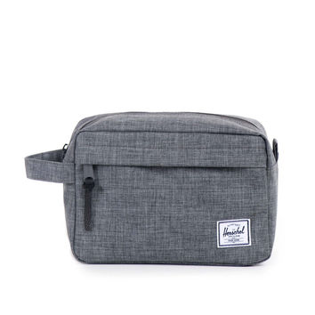 HERSCHEL SUPPLY CO CHAPTER TRAVEL KIT IN CROSSHATCH CHARCOAL