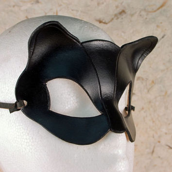 CATWOMAN Mask.  Designed & Hand Crafted in Wales. Leather Catwoman Mask.