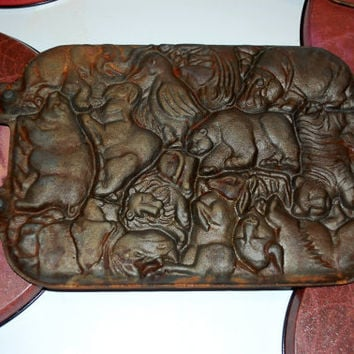 1984 Cast iron Baking Mold / John Wright Animal Puzzle / Kitchen Classic Gourmet Baking / Cookie / Rustic