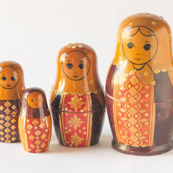 Vintage Matryoshka nesting doll very rare with straw decoration hand painting orange brown Soviet Matryoshka set of 4 wooden doll
