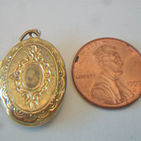 Classic Oval Embossed Locket Victorian Style Etched Pendant Gold Tone Jewelry