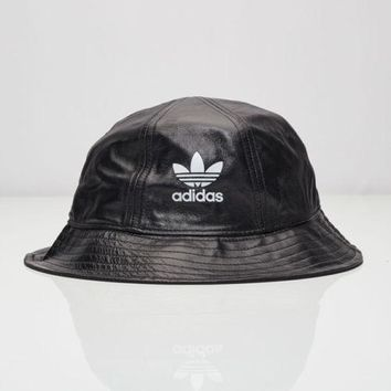 UNISEX MENS WOMENS - ADIDAS ORIGINALS TREFOIL LOGO BUCKET LEATHER HAT - BLACK