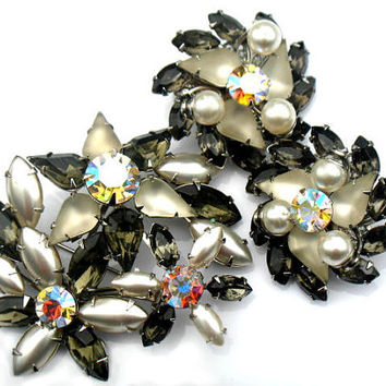 Smoky Silver Brooch And Earrings Judy Lee Style Pearl AB Aurora Borealis Rhinestone Vintage Demi Parure Collectable Jewelry Pin And Earrings
