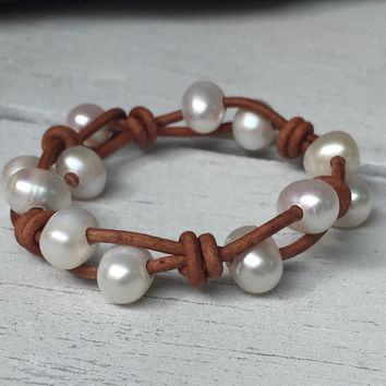 Leather jewelry; Freshwater pearl bracelet; Pearl jewelry; fresh water pearl jewelry; knotted bracelet; pearl bracelet;gift for her