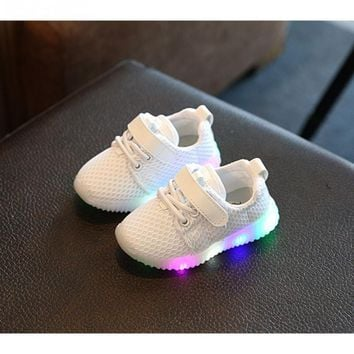 Unisex Children Sneakers Little Girls Outdoor Wearing LED Lighting Sports Shoes Little Boys Night Walking Fashing Shoes