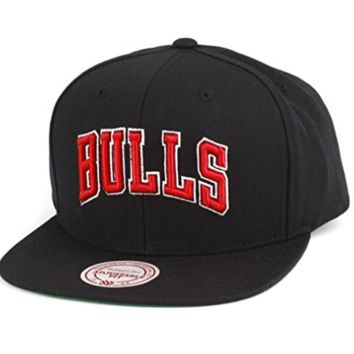Mitchell & Ness Men's Chicago Bulls Solid Snapback Hat One Size Black