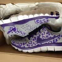 Auth Womens NIKE Free 5.0 V4 Wolf Grey Court Purple Leopard Sneakers 6.5 / 7 NWB