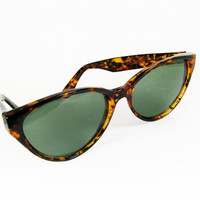 Vintage Cat Eye Sunglasses, Faux Tortoise Shell FREE SHIPPING -  Lunettes de Soleil. Vintage by My Chouchou.