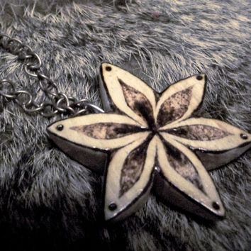 Flower Necklace, Flower pendant, Carved wood Flower, woodburning, FlowerJewelry, Nature, pyrography jewelry, wooden, woodland, wildlife, uk
