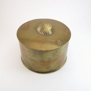 Vintage Brass Lidded Box w/ Shell Adorned Top, Hinged Brass Jewelry Box w/ Seashell, Round Brass Trinket Box, Vintage Ocean Bathroom Decor
