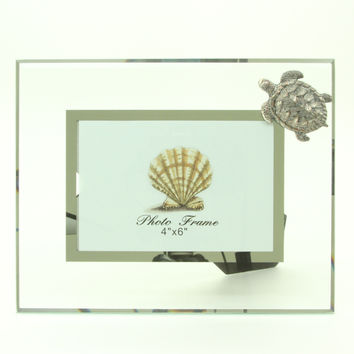 """Glass 4 """" x 6"""" Photo Frame with 3D Pewter Turtle Accent"""
