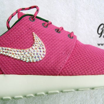 Club Pink Women's Nike Roshe Run