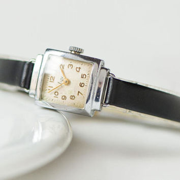 Square women watch, retro style lady's wristwatch Ray, small women watch, petite watch mechanical, 60s watch gift, new premium leather strap