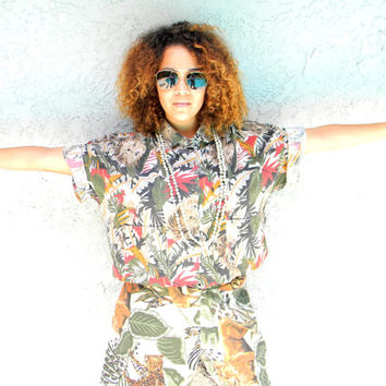 Welcome to the Jungle - Vintage 90s Cotton Crop Top Shirt in Jungle Print Cotton featuring Lions and Amazon Foliage - Size Large L