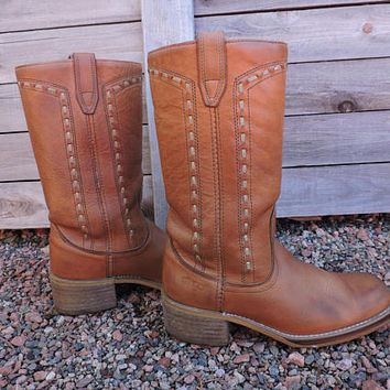 Vintage 70s Acme Dingo boots / mens 8 D / womens 9.5 / 1970s campus western boots / caramel brown leather dingo cowboy boots / USA made