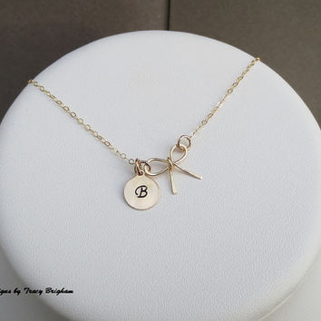 Initial Necklace Personalized 14K Gold filled Disc Bow Wire Pendant Best Friend Bridesmaid Girlfriend Maid of Honor Mother Sister Gift Idea