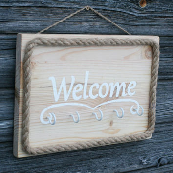 Welcome key holder, Hand painted Wooden welcome sign, Beach Key holder, Beach Home decor, Key rack, Beach Wedding gift, Housewarming gift