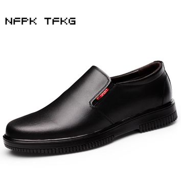 big size men's casual smooth genuine leather chef work shoes slip on waterproof oil resistant non-slip hotel kitchen cook shoe