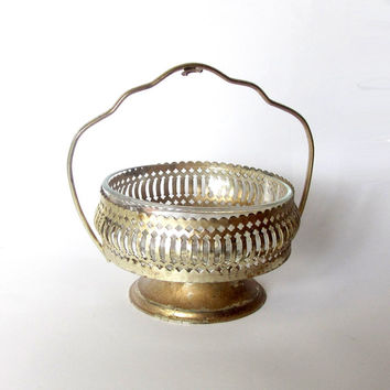 Vintage footed silver plated and clear glass candy dish. Round candy dish with handle. Trinket dish. Sugar cubes dish. Silver and gold.