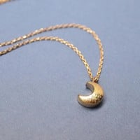 cute crescent moon pendant Necklace in gold