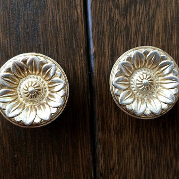 Shabby Chic Dresser Drawer Knobs Pulls Handles / Antique Silver Rose Flower Cabinet Handle / French Country Kitchen Hardware