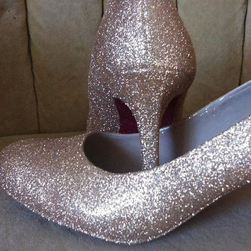 custom made heels sizes 5.5-11. Gold heels with red bottoms. Closed toe heels.  short heels. Tall heels