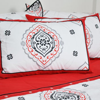Damask Bedding Set in Red, White, Black and Grey for Queen or Full Size – 6-piece Set with Duvet Cover, Flat Sheet, Shams & Pillow Cases