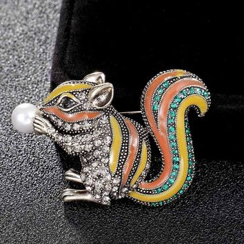 Donia jewelry cute squirrel Brooch Bright Enamel imitation pearl Animal Clothing Accessories ladies Brooch turba Pin Gift