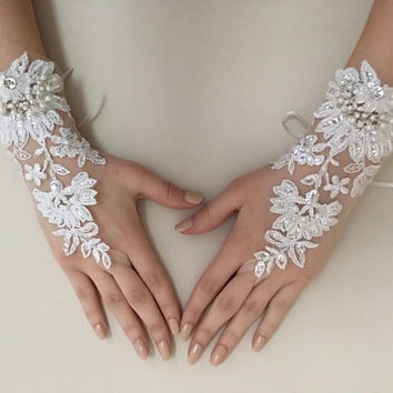 EXPRESS SHIPPING Ivory lace gloves wedding bridal gloves french lace  wedding gloves, lace glove, prom party