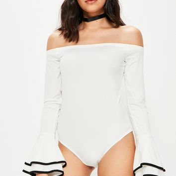 Missguided - Tall Exclusive White Bardot Contrast Frill Cuff Bodysuit