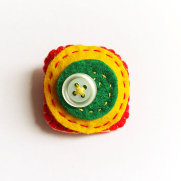 Felt square brooch, yellow, red and green, with motherpearl button