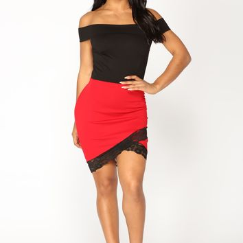 Fall For Your Type Dress - Black/Red