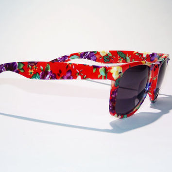 FREE SHIP usa! Red floral print sunglasses / ray-ban wayfarer inspired / tumblr sunlgasses / Polynesian, Hawaiian flower print / Summer
