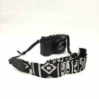 CAST15 1.5In Black and White Aztec Camera Strap Photographers Gift