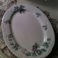 Pfaltzgraff Grapevine Pattern Oval Serving Platter Amethyst Grapes Entwined with Roseberry Flower and Arbor Green Leaves