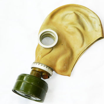 Russian Gas Mask-Soviet-Military-Soviet army-Vintage 1970s-filter respirator-goth-Russia-made in USSR-Soviet Union era-collectibles-CCCP